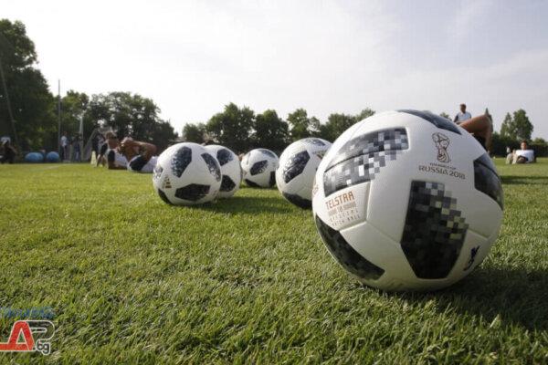 Футболни топки