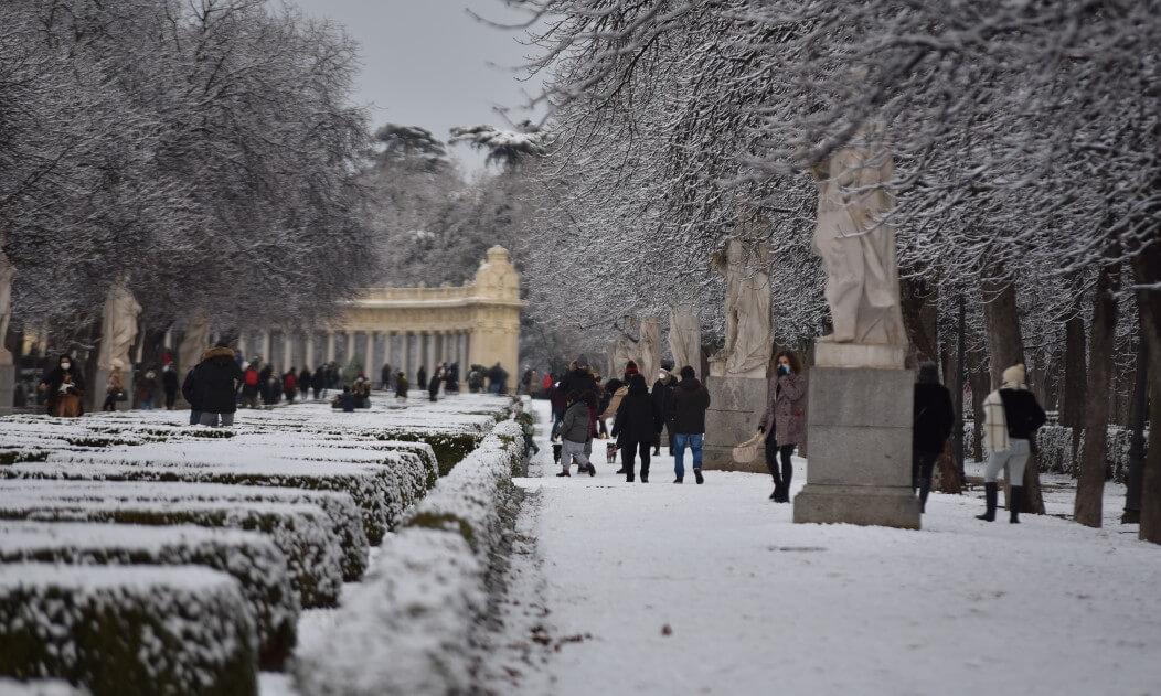 сняг в Ретиро Мадрид